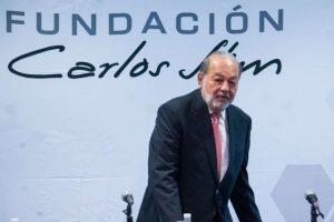 Carlos Slim dando conferencia