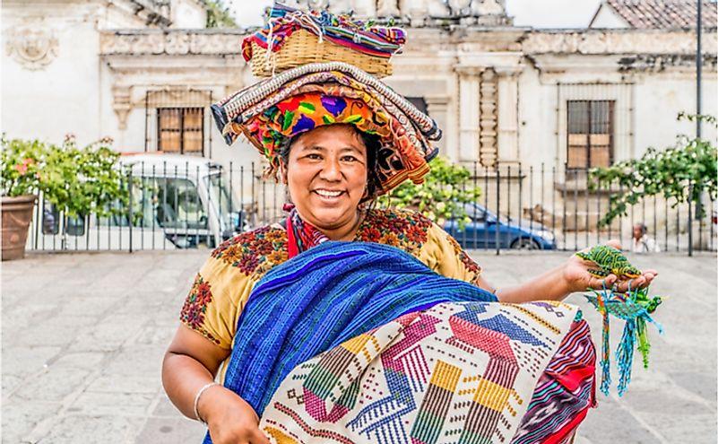 mujer vendiendo en Guatemala