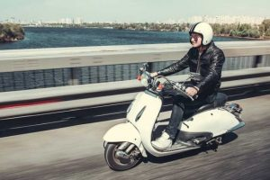 Persona en motoneta